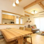Green Life Hyogoではテーブルや椅子、テレビボードなども全て無垢材でオーダーして頂けます。