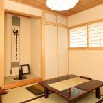 愛するお母様がくつろぐ和室の壁はスペイン漆喰に色粉を入れ土壁風に仕上げました。