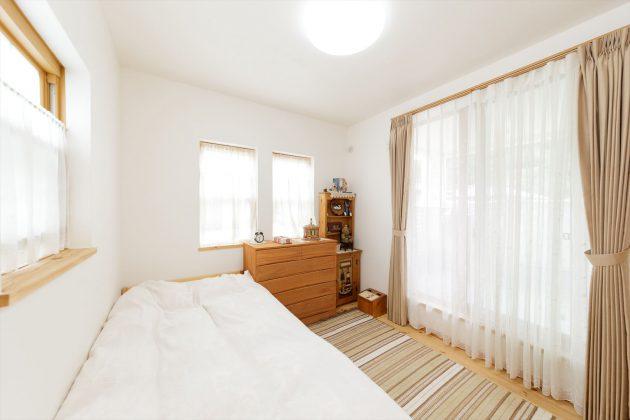 漆喰で塗られた寝室はアルカリエネルギーの影響で疲れが取れやすく眠りが深くなる効果があります。