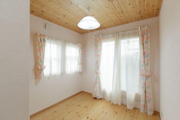 カーテンも100%天然素材を選んだので、静電気が家中に一切発生しません。