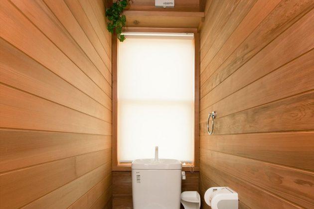 床も壁も天井も神の木と言われるレッドシダーで作りました。