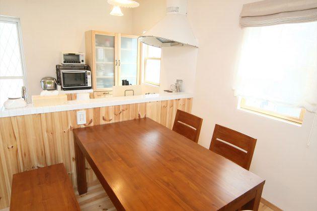 オープンキッチンなのでテーブルを囲みながらキッチンでお料理をする奥さまとも会話が弾みますね