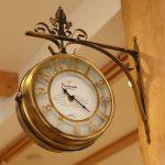 アイアンの壁掛け時計が素敵ですね(*^_^*)