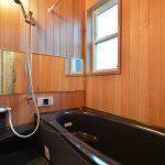 お風呂は憧れだったレッドシダーの板張りにしました。