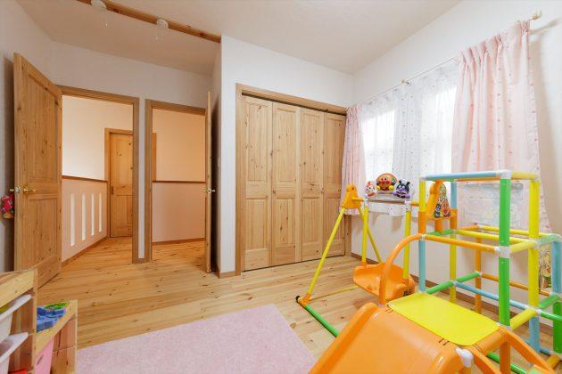お子様のお部屋は将来大きくなられたら仕切り壁で2つのお部屋として使えるように考えられてます。