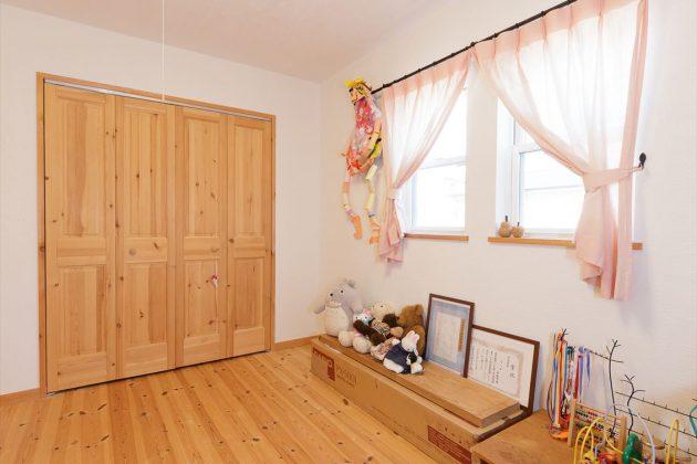 お部屋も木の心地よい香りでリラックスできますね