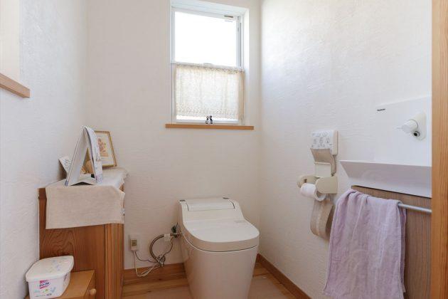 おトイレも広々しているので圧迫感がありません