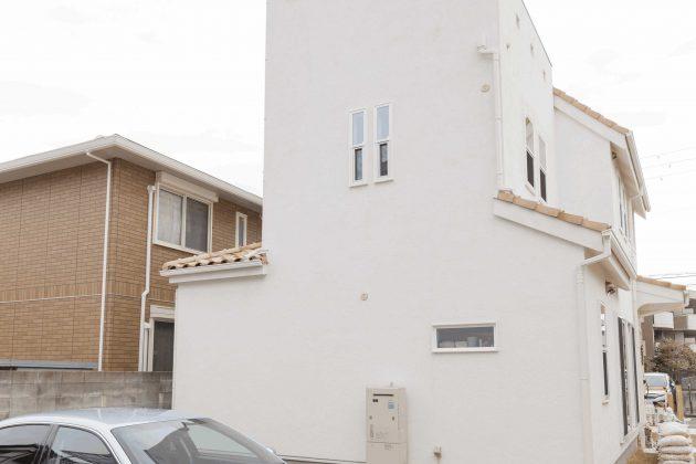 裏側は間取りが工夫されて一見お城のようなデザインです。