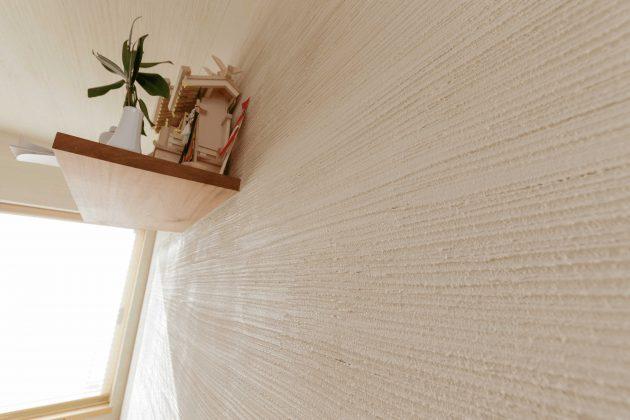 和室の漆喰壁は和室に合う櫛引となっております。
