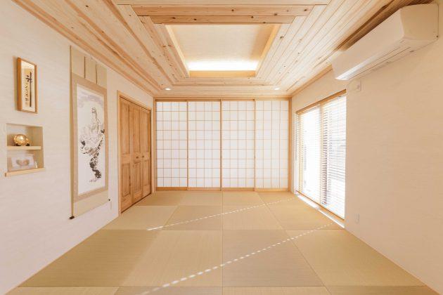 8帖ある道場の和室側です。 天然い草の香りが落ち着く空間で、天井には愛工房が施工されています。
