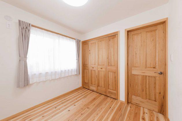 4.8帖の洋室です。 こちらも床は愛工房でエアコンの設置はしていない部屋です。