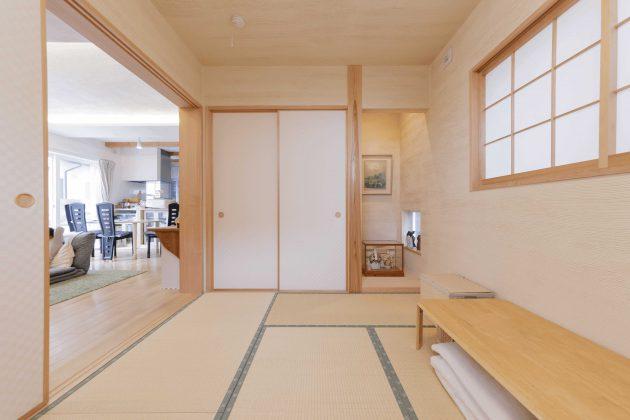 和室は特注畳のミニ5畳と檜5寸柱がこだわりです。